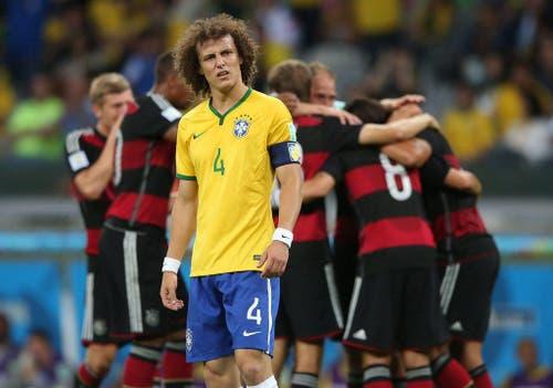 Brasiliens Captain David Luiz bei einem Tor von Deutschland an der WM in Brasilien. (Bild: Keystone)
