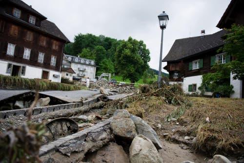 Unwetterschäden im Quartier Dörfli in Dierikon. (Bild: Corinne Glanzmann)