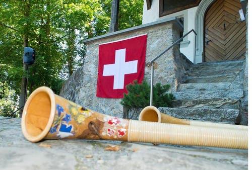 Der Bezirk Küssnacht führte seinen besinnlichen Teil der Bundesfeier vor der Kapelle in der Hohlen Gasse durch. (Bild: Erhard Gick / Neue SZ)