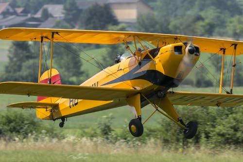 Der Bücker-Jungmann von 1939 ist als farbenfroher Oldtimer unermüdlich und zuverlässig im Einsatz. (Bild: Martin Thoeni)