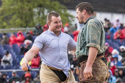 Christian Schuler (links) gewinnt im Schlussgang gegen Martin Grab. (Bild: Keystone / Alexandra Wey)