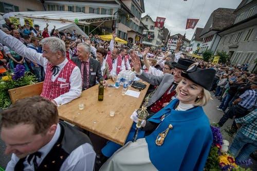 Das OK des Jodlerfest mit Gästen. (Bild: Pius Amrein / Neue LZ)