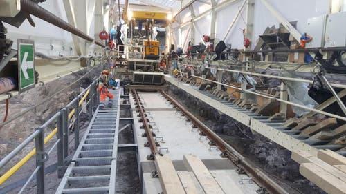 Alle zwei Wochen werden die neu verlegten Schienen verschweist (1.6.2017) (Bild: PD)