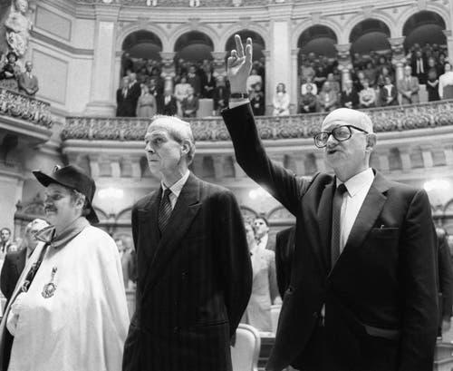 Alt Bundesrat Alphons Egli bei der Eidabgabe nach seiner Wahl in den Bundesrat, aufgenommen am 8. Dezember 1982 im Bundeshaus in Bern. (Bild: Keystone / Str)