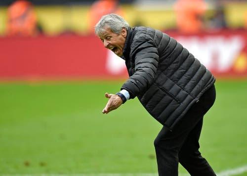 Nach sechs aufeinanderfolgenden Pflichtspielniederlagen zum Saisonstart bietet Lucien Favre dem Präsidium von Borussia Mönchengladbach seinen Rücktritt als Trainer an, der jedoch abgelehnt wurde. Kurz darauf veröffentlichte Favre eine Erklärung, in der er seinen sofortigen Rücktritt bekanntgab (19. September). (Bild: AP / Martin Meissner)