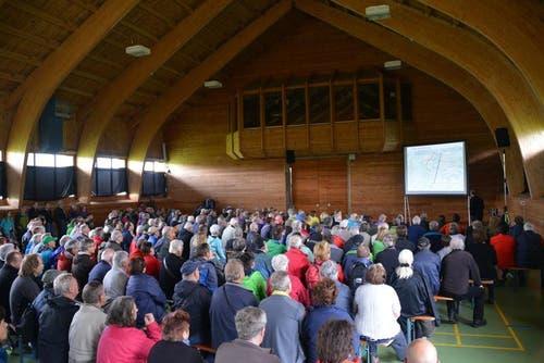 30. Mai 2014: 800 Personen besuchten die Infoveranstaltung in der Fronalphalle. (Bild: PD)