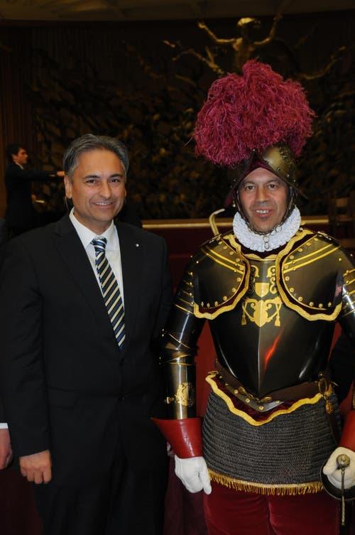 13. Februar: Christoph Graf (rechts) ist der neue Kommandant der Schweizergarde. Luzerns Gesundheitsdirektor Guido Graf, sein Coucousin, sagt über ihn: «Er hat eine klare Linie, weshalb ich überzeugt bin, dass er der Richtige ist.» Das Bild wurde beim Besuch der Luzerner Regierung in Rom 2012 aufgenommen. (Bild: PD)