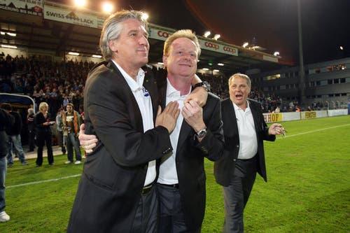 23. April 2009: Nach dem dritten Sieg in Folge wurde FCL-Trainer Rolf Fringer auf der Allmend von den Fans minutenlang gefeiert. Das 1:0 gegen Sion war ein wichtiger Schritt zum damaligen Klassenerhalt. (Bild: Philipp Schmidli/Neue LZ)