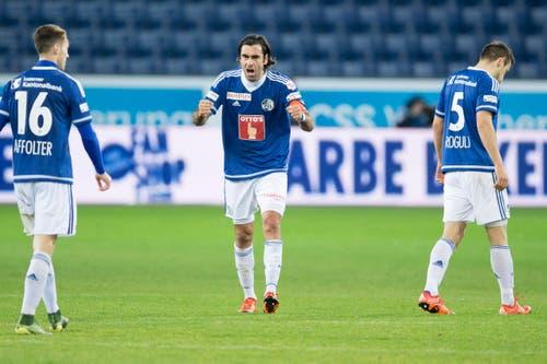 Tomislav Puljic motiviert seine Mitspieler. (Bild: Keystone / Dominik Baur)