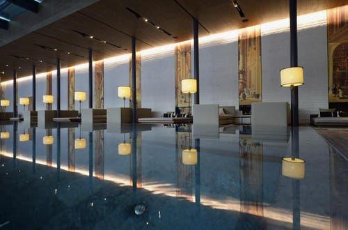 Eine Verwöhnoase ist das 2'400 Quadratmeter grosse Spa im The Chedi Andermatt. Neben dem 35 Meter langen Indoor Pool bietet die Bäderlandschaft mit finnischer Sauna, Dampfbad und Hamam Highlights für Erholungssuchende. (Bild: Keystone)