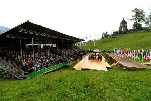 Das Festgelaende beim Morgarten Denkmal während den Feierlichkeiten zum Volksfest 700 Jahre Schlacht am Morgarten in Oberägeri . (Bild: Keystone/Urs Flüeler)
