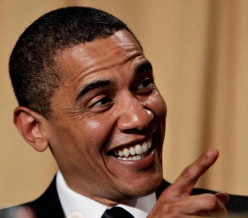 Präsidiales Lachen: Barack Obama amüsiert sich über Komikerin Wanda Sykes während eines Dinners in Washington. (Bild: Keystone)