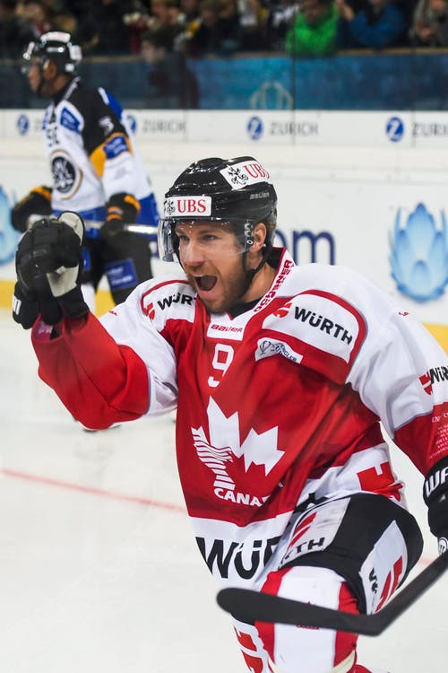 Team Canadas Derek Roy feiert das 2-1. (Bild: EPA/GIAN EHRENZELLER)