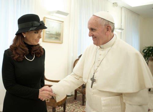 Papst Franziskus und die argentinische Präsidentin Cristina Fernandez de Kirchner. (Bild: Keystone)