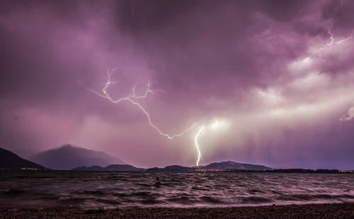Gewitter über dem Zugersee (Bild: Leserbild Daniel Hegglin)