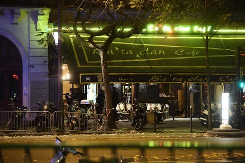 Alleine im Konzertsaal Bataclan gibt es weit über 100 Todesopfer zu beklagen. (Bild: EPA/Christophe Petit Tesson)