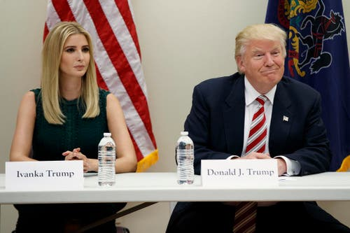 Ivanka und Donald Trump in Aston. (Bild: Keystone)