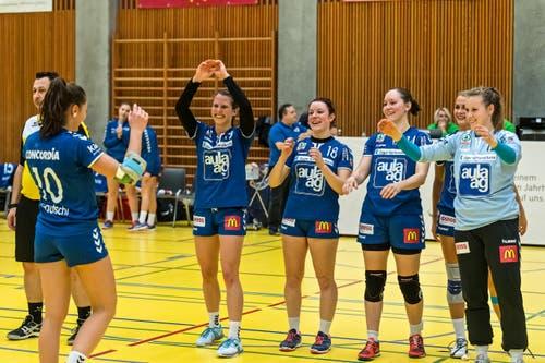 Die Kolleginen freuen sich für Daphne. (Bild: Christian H.Hildebrand / ZZ)