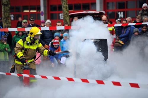 Die Feuerwehr Sarnen bot am Samstag eine Show. (Bild: Christoph Riebli / Neue OZ)