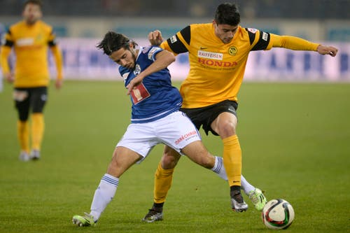 Der Luzerner Jahmir Hyka, links, im Kampf um den Ball mit dem YB-Spieler Loris Benito, rechts. (Bild: (KEYSTONE/Nick Soland))