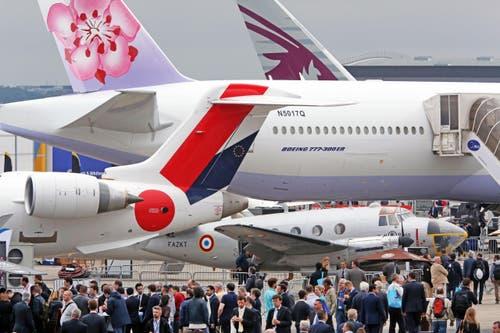 Das Interesse an den Flugzeugen ist riesengross. (Bild: Remy de la Mauviniere)
