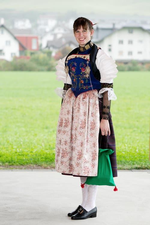 Silvia Gut in der Nidwaldner Bauerntracht. (Bild: Corinne Glanzmann / Neue NZ)