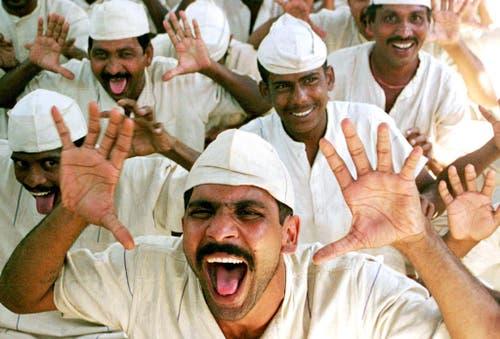 Gefangene im Arthur Road Gefängnis in Bombay trainieren in einem Lachclub zu lachen. (Bild: Keystone)