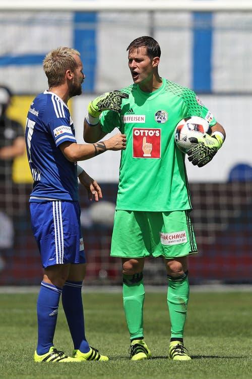 Luzerns David Zibung (rechts) diskutiert mit Markus Neumayr (Bild: Philipp Schmidli)