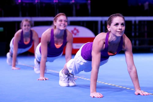 Die Gastgeberinnen des STV Willisau an den Aerobic Schweizermeisterschaften in der BBZ-Halle. (Bild: Philipp Schmidli)