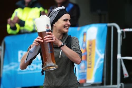 So feierte Franziska Inauen ihren Sieg. (Bild: Roger Zbinden (Neue LZ))