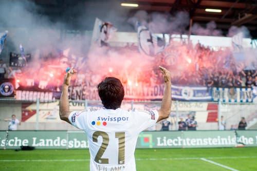 Dario Lezcano jubelt vor den mitgereisten Fans. (Bild: Keystone)