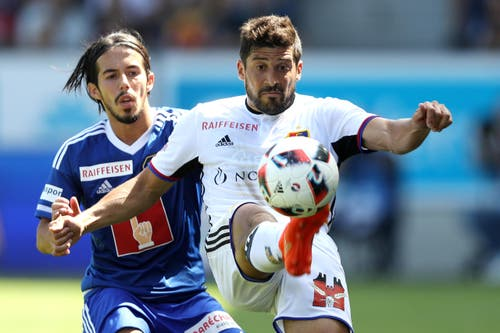 Luzerns Jahmir Hyka (links) gegen Basels Davide Calla (Bild: Philipp Schmidli)