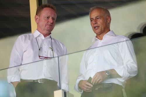 Luzerns Sportchef Rolf Fringer (links) in der Loge mit Präsident Rudolf Stäger. (Bild: Philipp Schmidli)