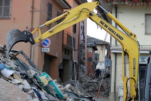 Aufräumarbeiten in Amatrice. (Bild: AP / Alessandra Tarantino)