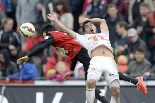 Fliegendes Duell: Der Luzerner Dario Lezcano (rechts) gegen den Aarauer Luca Radice. (Bild: Keystone)