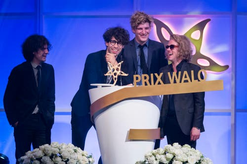 Freude bei der Band Pegasus: Ihre Musik wurden in der Sparte Pop/Rock ausgezeichnet. (Bild: KEYSTONE/Ennio Leanza)
