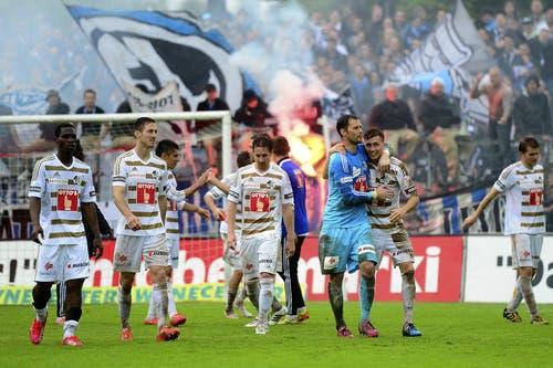 Die Luzerner Spieler feiern ihren Sieg nach dem Schlusspfiff. (Bild: Keystone)