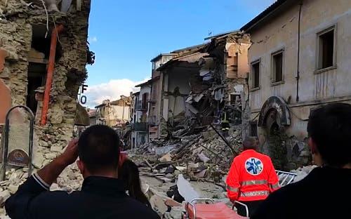 Die Zerstörung in Amatrice ist enorm. (Bild: AP Photo / Videostill)
