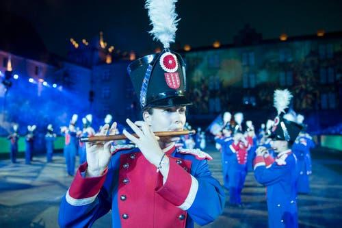 Historischer Akt mit der Section Rhone, der Mittwoch-Gesellschaft und der Swiss Army Central Band. (Bild: Keystone / Patrick Staub)
