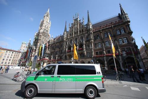 Ein Polizeiwagen vor dem Münchner Rathaus. (Bild: DANIEL KARMANN)