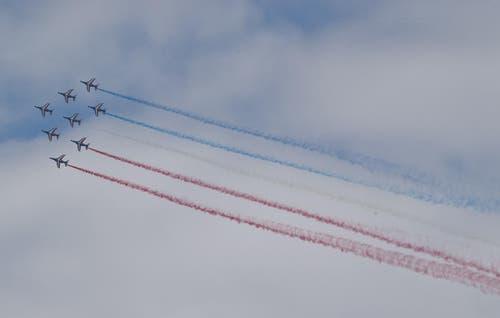 Die Piloten der Patrouille de France demonstrieren in den Alpha Jets das Formationsfliegen. (Bild: Keystone / Michel Euler)
