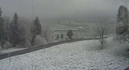 Schneefall in Menzingen. (Bild: Swisswebcams.ch)