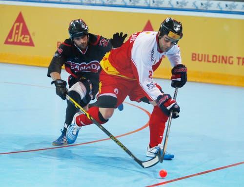Im Bild (v.l.n.r.): Der Kanadier Mathieu Duguay und der Schweizer Thomas Bossard. (Bild: Stefan Kaiser (Neue ZZ))