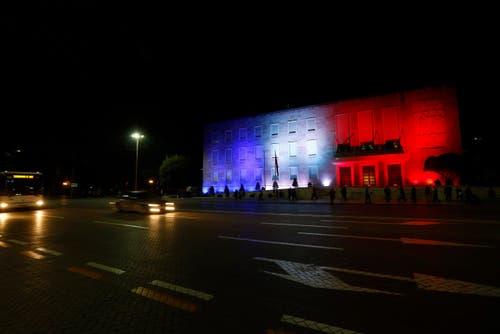 Das Verwaltungsgebäude in Tirana, Albanien. (Bild: EPA/ARMANDO BABANI)