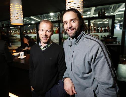EVZ-Interimscoach Walteri Immonen (links) und EVZ-Stürmer Josh Holden. (Bild: Stefan Kaiser / Neue ZZ)