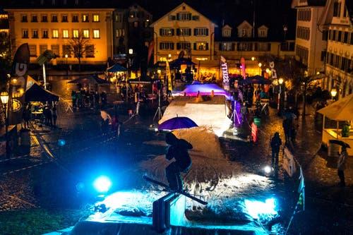Winkelride Freestyle Event vor dem Winkelried Denkmal auf dem Dorfplatz Stans am Freitag, 18. November 2016. (Bild: Philipp Schmidli)