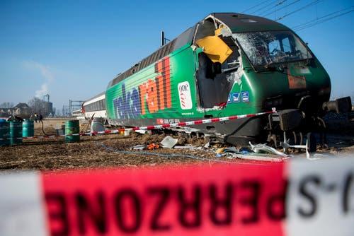 Der Unfall ereignete sich am Freitagmorgen um 6.43 Uhr unmittelbar nach dem Bahnhof Rafz in Richtung Schaffhausen. (Bild: Keystone / Ennio Leanza)