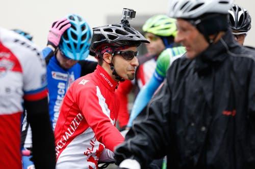 So kann man das Zugerberg Classic gut in Erinnerung behalten. Ein Mountainbiker mit einer Helmkamera. (Bild: Patrick Hürlimann (Neue Zuger Zeitung))