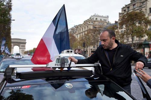 Champs Elysées (Bild: AP / Peter Dejong)