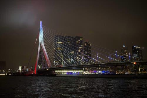 Die Erasmusbrücke in Rotterdam. (Bild: EPA/ALEXANDER SCHIPPERS)